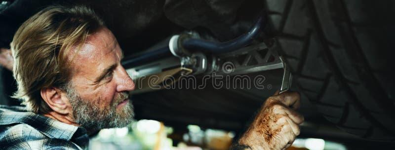 Garażu utrzymania mechanika naprawiania części zapasowej Motorowy pojęcie fotografia royalty free
