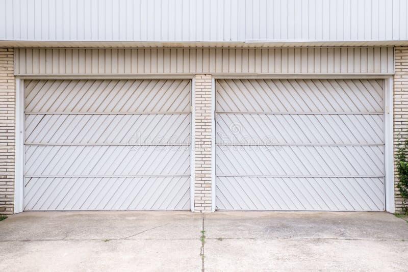 Garaży dwoiści drzwi zdjęcia stock