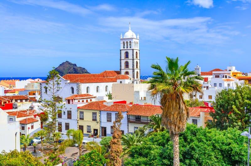 Garachico Tenerife, kanariefågelöar, Spanien: Färgrik och härlig stad av Garachico arkivbild