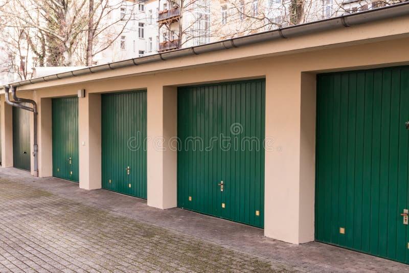 Garage lizenzfreie stockbilder