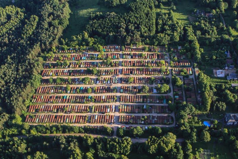 Download Garage Stockfoto. Bild Von Grün, Vögel, Gasse, Zustand   40569030
