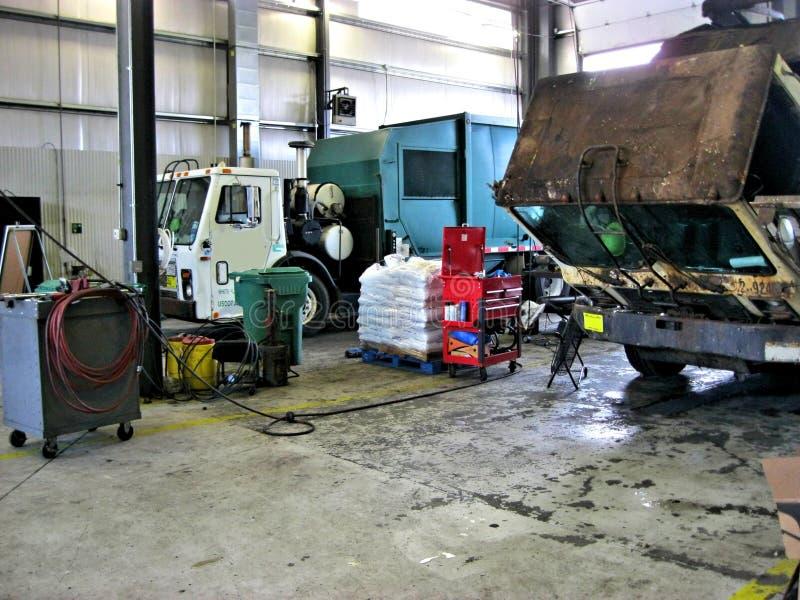 Garage de camion à ordures photographie stock libre de droits