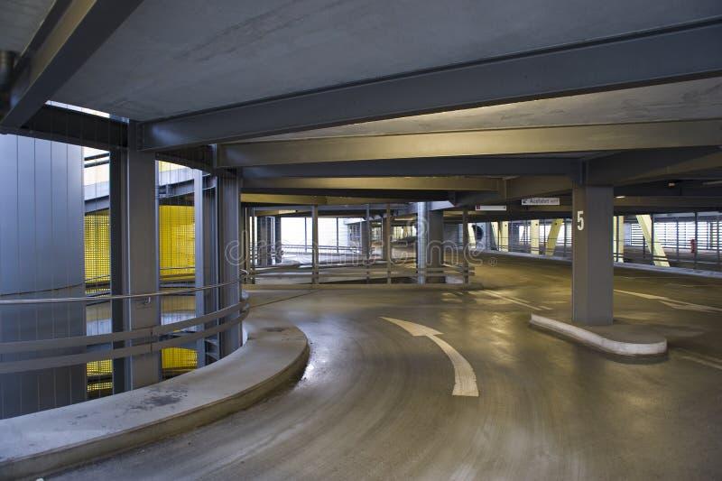Garage de estacionamiento imagen de archivo libre de regalías