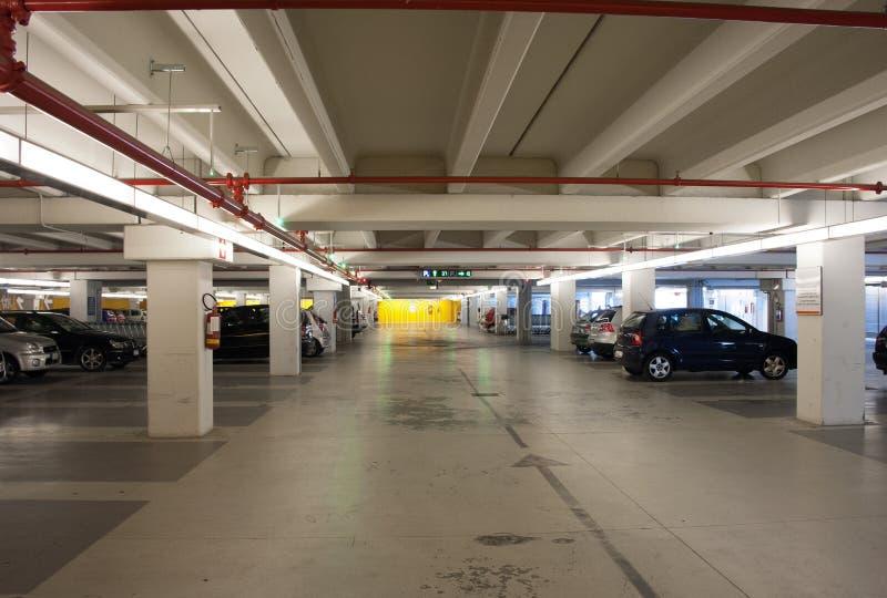 Garage de estacionamiento fotografía de archivo