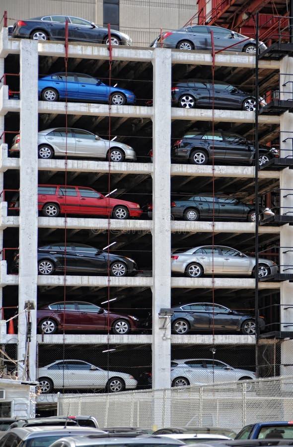 Garage de estacionamiento al aire libre imagen de archivo