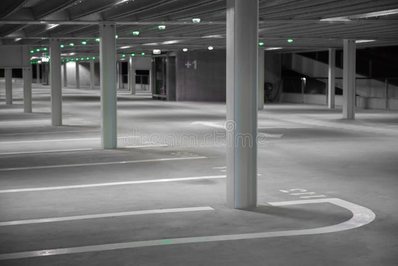 Garage de estacionamiento vacío imágenes de archivo libres de regalías