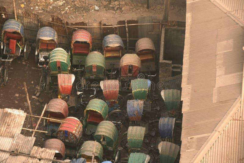 Garage de pousse-pousse chez Dhaka images libres de droits