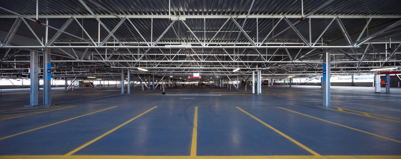 Garage de stationnement d'aéroport image libre de droits