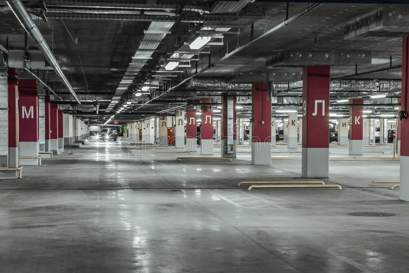 Garage de stationnement vide photographie stock
