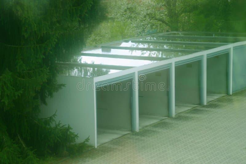 Download Garage de véhicule image stock. Image du parkhouse, stationnement - 735765