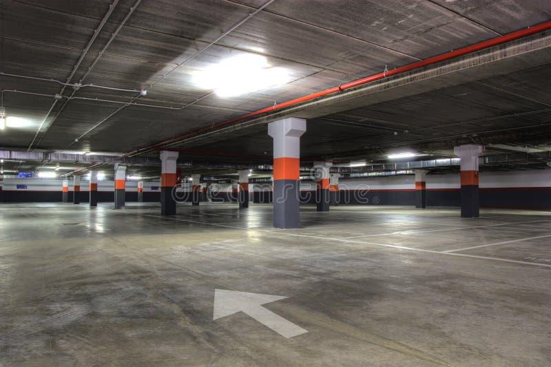 Garage di parcheggio fotografia stock immagine di - Garage sotterraneo ...