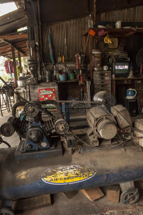 Garage i Bangkok, Thailand royaltyfria bilder