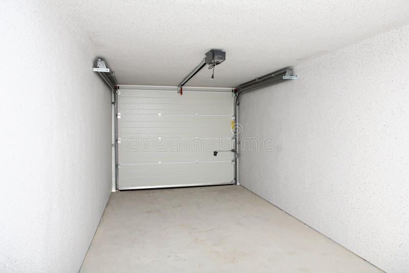 Garage o magazzino vuoto fotografie stock libere da diritti