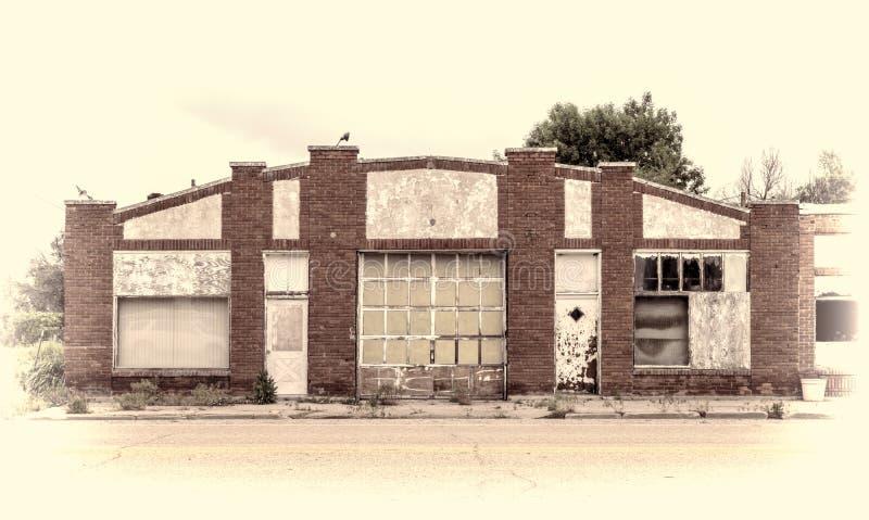 Garage ou atelier abandonné photo stock