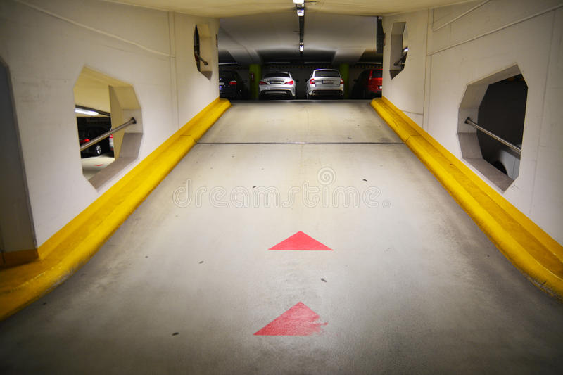 Download Garage souterrain photo stock. Image du lecteur, place - 56480436