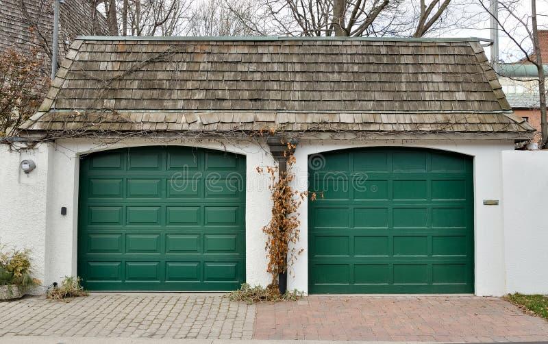 Garage-Türen lizenzfreie stockfotos