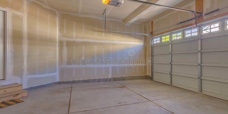 Garage van een nieuw huis in aanbouw royalty-vrije stock afbeelding
