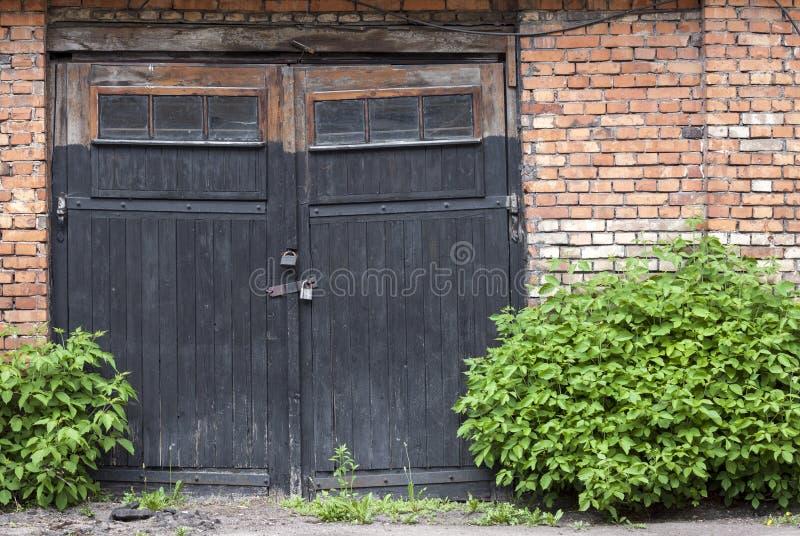 Garagedeuren royalty-vrije stock afbeelding
