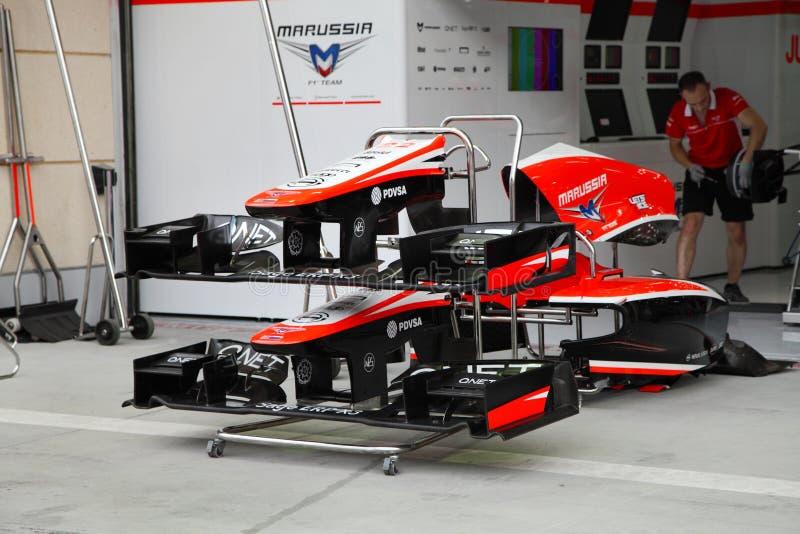 Garagem da parada do poço da equipe de Marussia Cosworth foto de stock