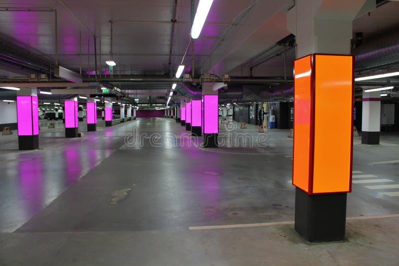 Garagem de estacionamento nova imagens de stock royalty free