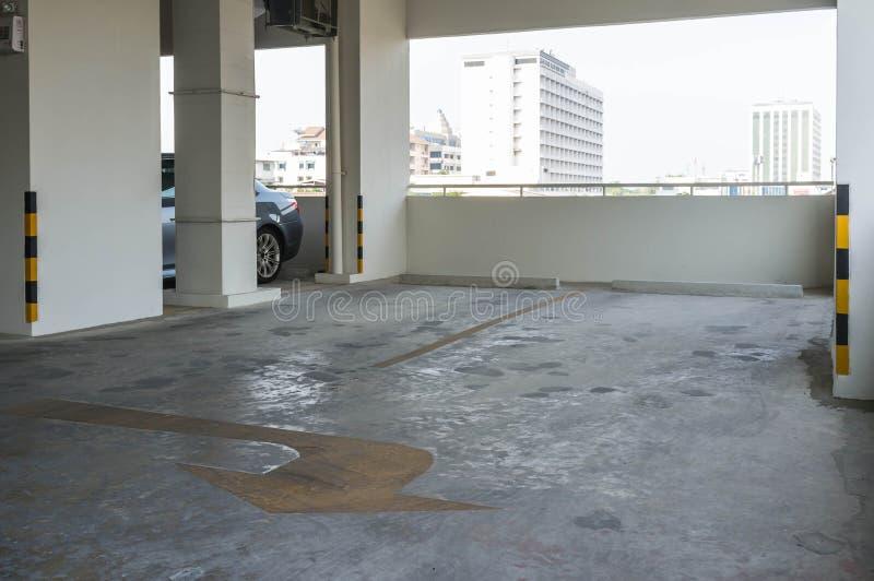 Garagem de estacionamento vazia fotografia de stock royalty free
