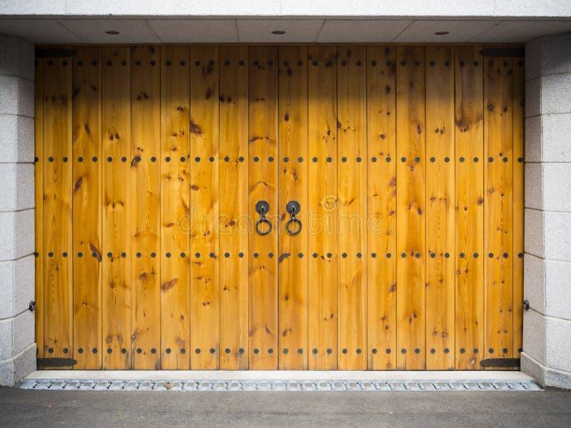Garagem de madeira do estilo asiático fotografia de stock royalty free