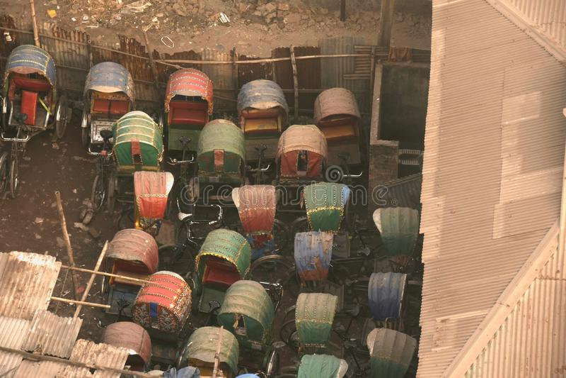 Garagem do riquexó em Dhaka imagens de stock royalty free