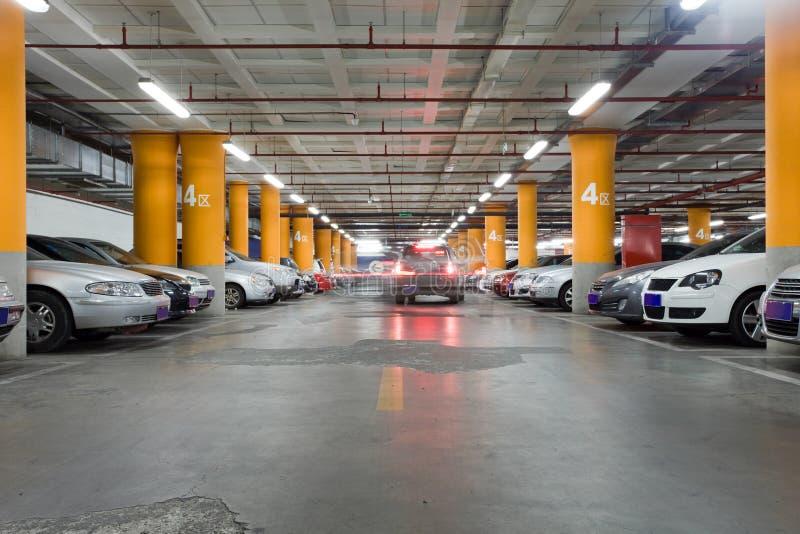 Garagem subterrânea fotografia de stock royalty free