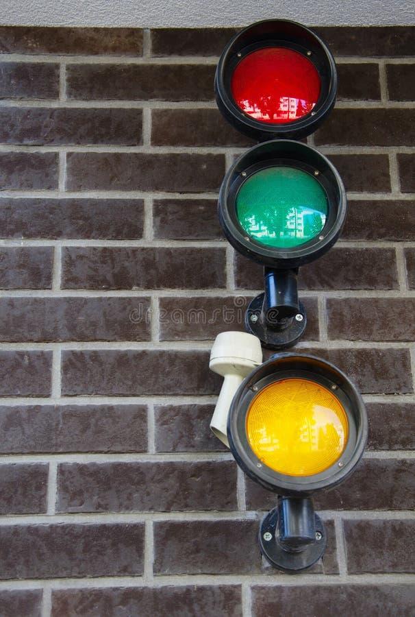 Garagen-Parklicht auf der Backsteinmauer lizenzfreies stockfoto