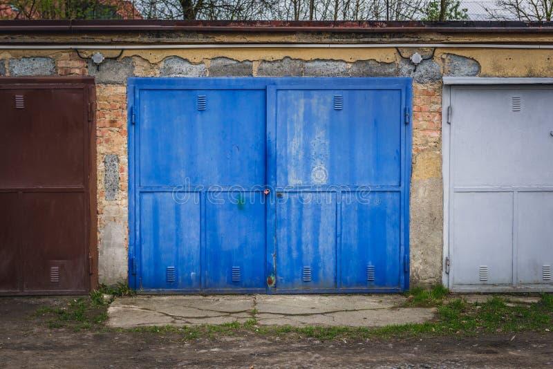 Garagen in Roznov-Hülse Radhostem stockbild