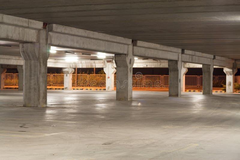 Download Garagenatt arkivfoto. Bild av park, cement, horisontal - 19792274