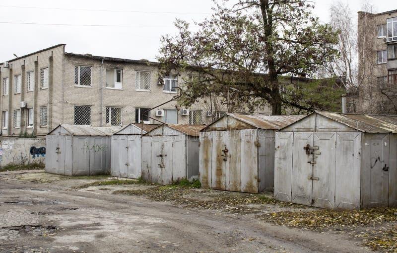 Garagens abandonadas velhas imagem de stock royalty free