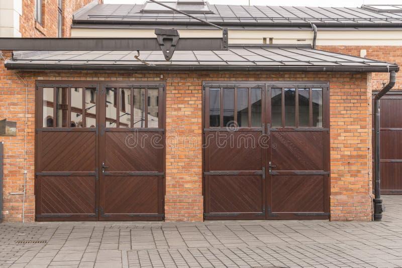 Garagens e porta fotografia de stock royalty free