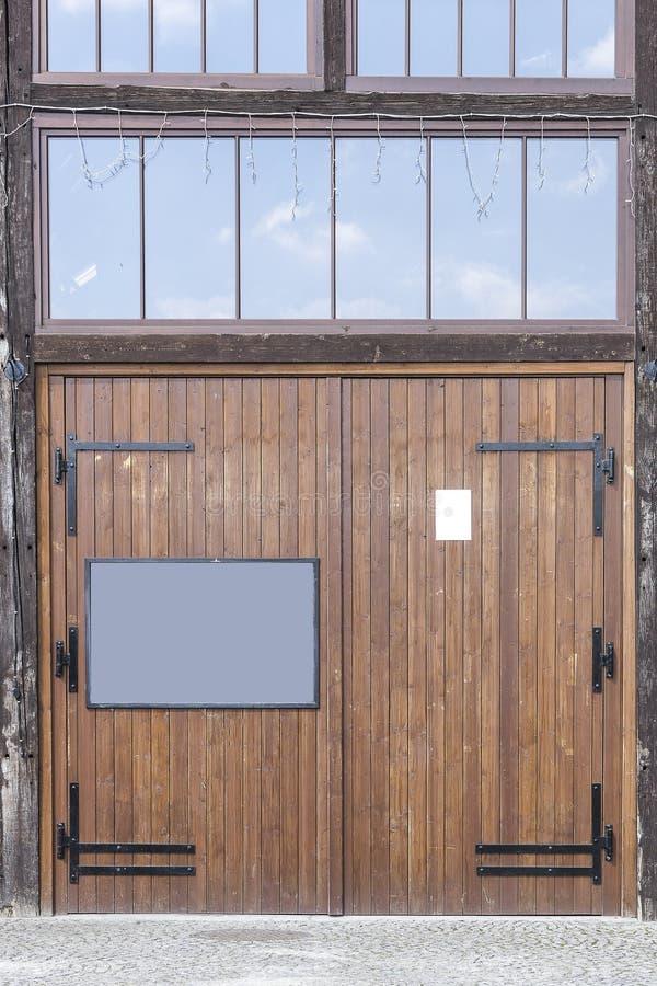Garagens e porta fotografia de stock