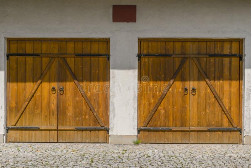 Garagens e porta imagens de stock royalty free
