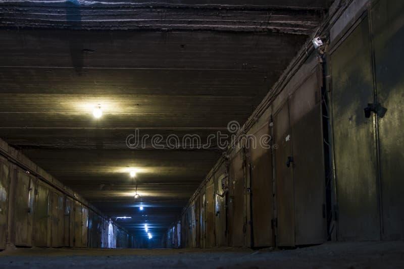 Garagens subterrâneas fotos de stock