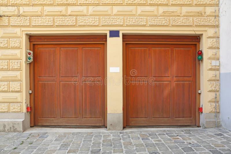 Tür Garage Haus garagentoren stockfoto bild türen garage haus 59941954