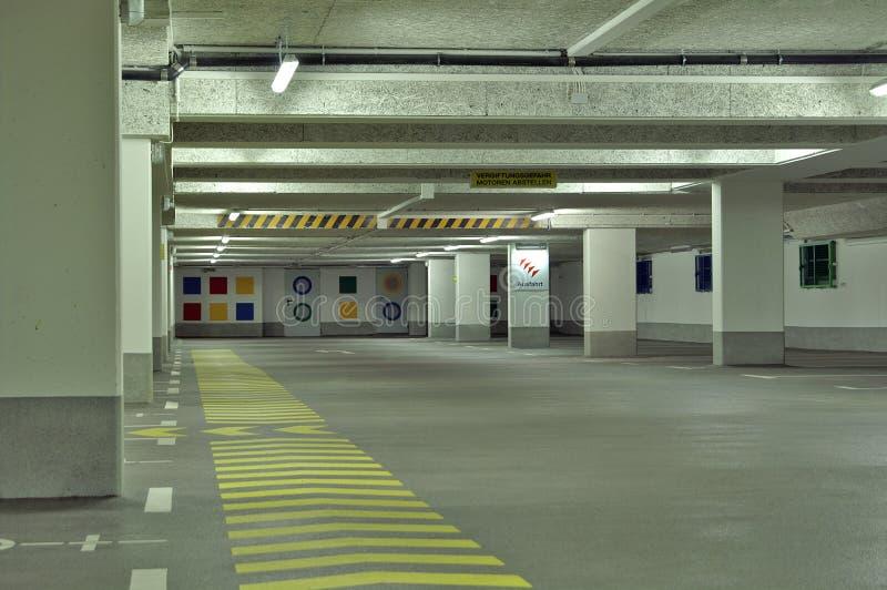 garageparkering royaltyfri fotografi