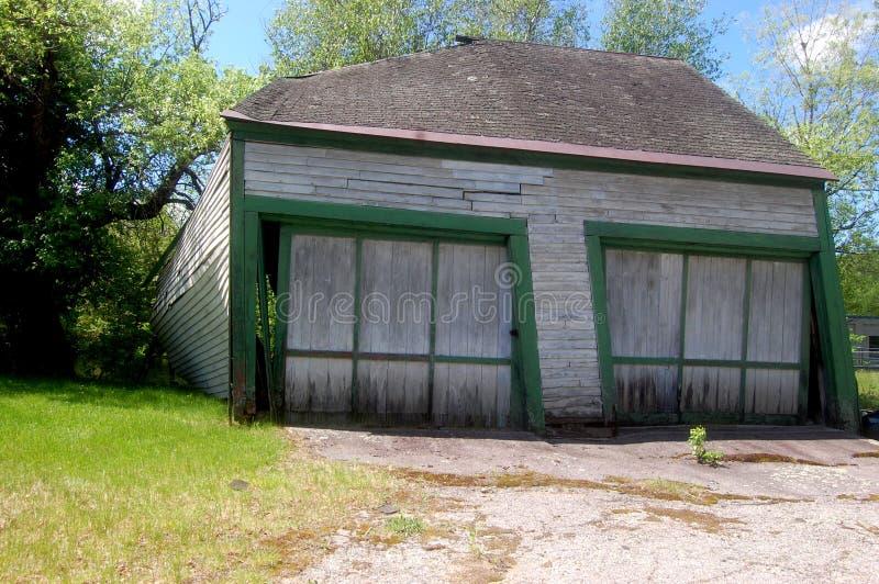 Garaje abandonado de dos coches foto de archivo imagen - Garaje de coches ...
