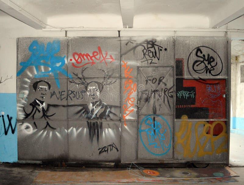 Garajul Ciclop : Graffiti à Bucarest, Roumanie image libre de droits