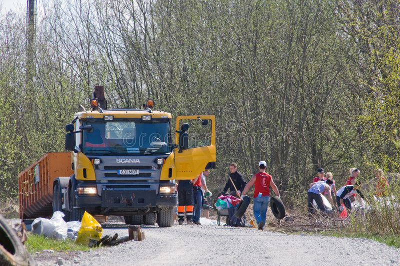 Garbage truck. 3rd of May 2008 – Big Clean-Up Day in Estonia; campaign Teeme Ära (Let's Do It), which aimed to collect up to 10,000 tonnes of rubbish stock photo
