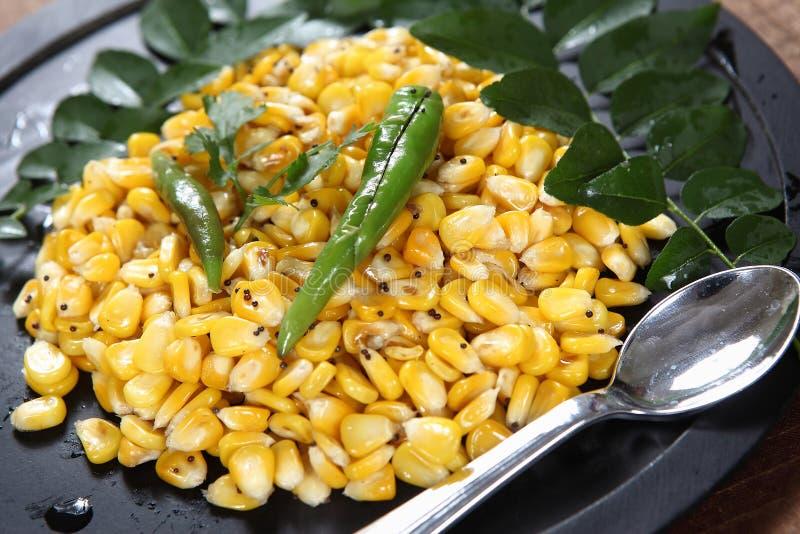 Garbanzo del maíz dulce, maíz dulce sundal imagenes de archivo