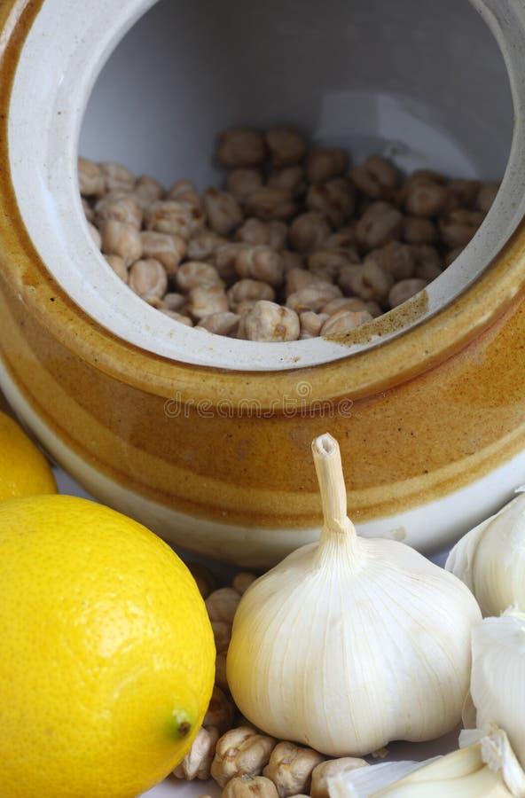 Garbanzos ajo y limón foto de archivo