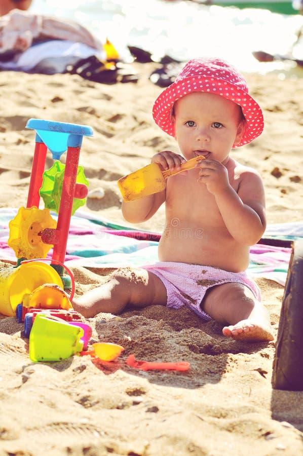 Garbnikujący dziecko zdjęcia stock