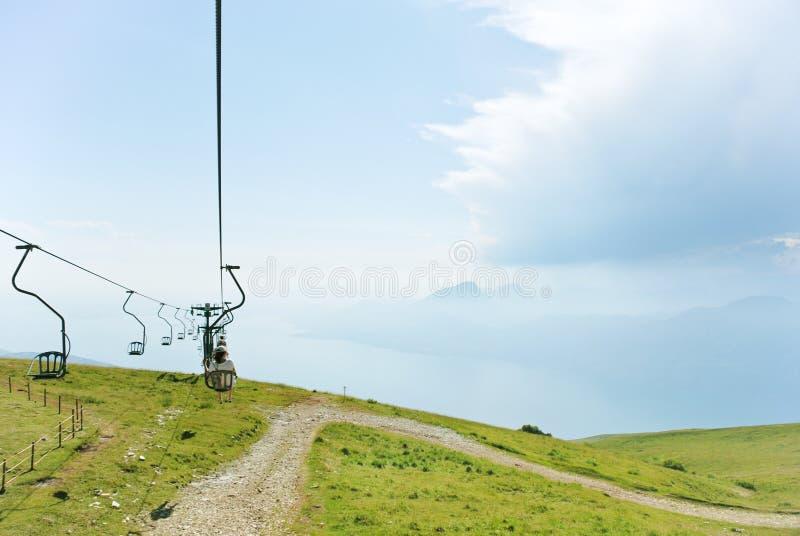 从Garda湖的空中览绳Monte的Baldo,意大利 库存照片