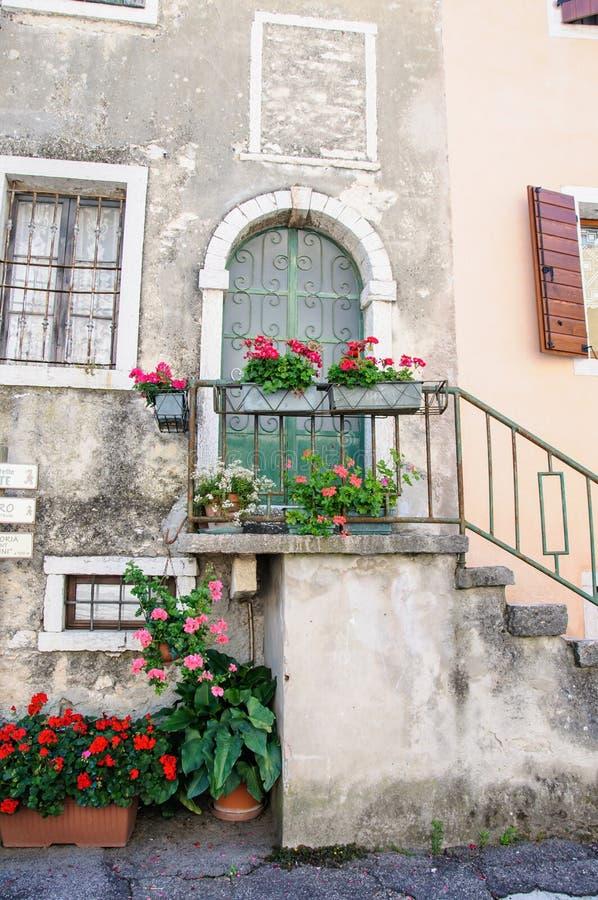 Garda, oud deel van stad, voorgeveldetail, Meer Garda, Veneto, Ital stock foto's