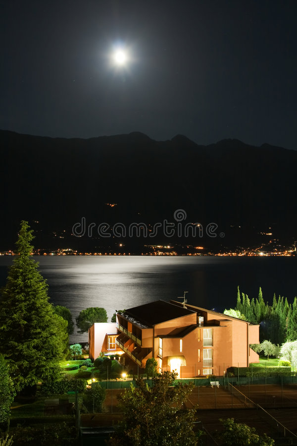 Garda See nachts lizenzfreie stockbilder