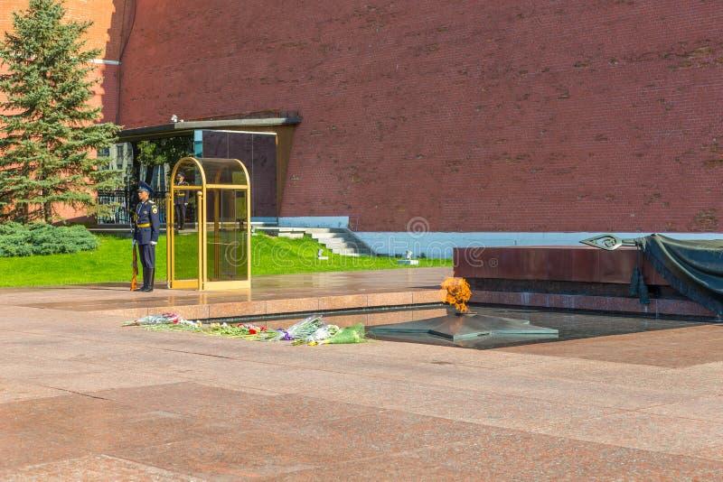 Garde à la tombe du soldat inconnu, Moscou, Russie images stock