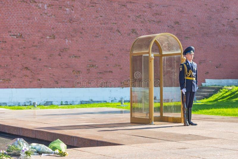 Garde à la tombe du soldat inconnu, Moscou, Russie image stock