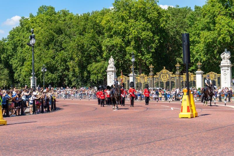 Garde de Buckingham Palace à Londres, R-U photos libres de droits
